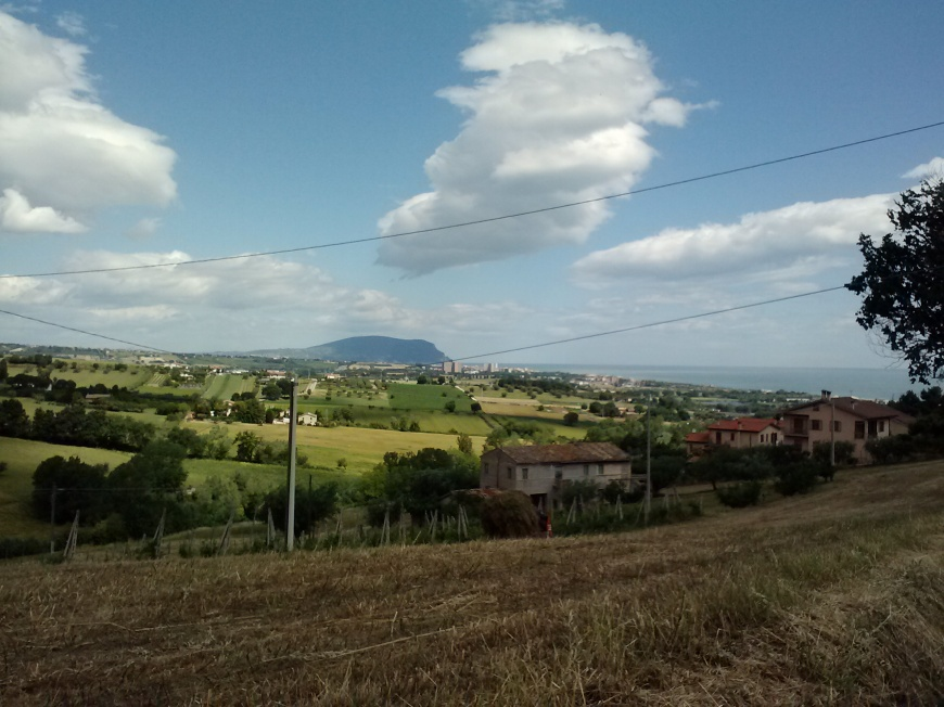 In the distance, you can see Monte Conero. The mountain is about a 30-minute drive from Porto Potenza.