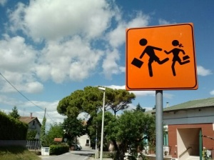 "A ""children crossing"" sign."